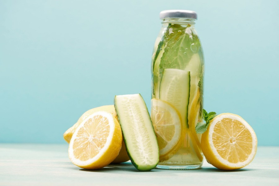 How to Make Cucumber and Lemon Water